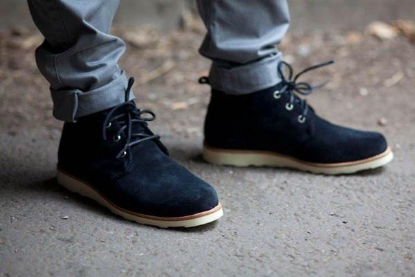 Украшение на шею под красные туфли